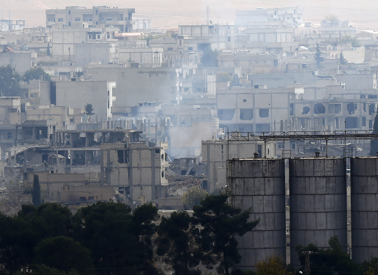 Smoke rises from central Kobani during fighting between Islamic State militants and Kurdish forces