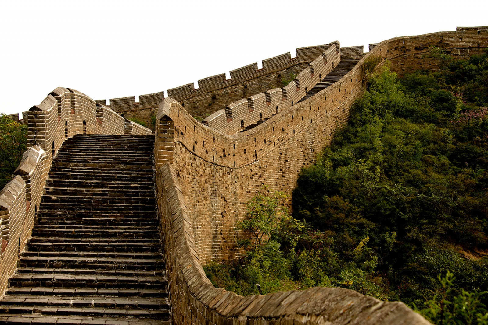 the great wall of china as a physical border Between the 18th and 20th centuries, the great wall emerged as the most common emblem of china for the western world, and a symbol both physical–a manifestation of chinese strength–and psychological–a representation of the barrier maintained by the chinese state to repel foreign influences and exert control over its citizens.