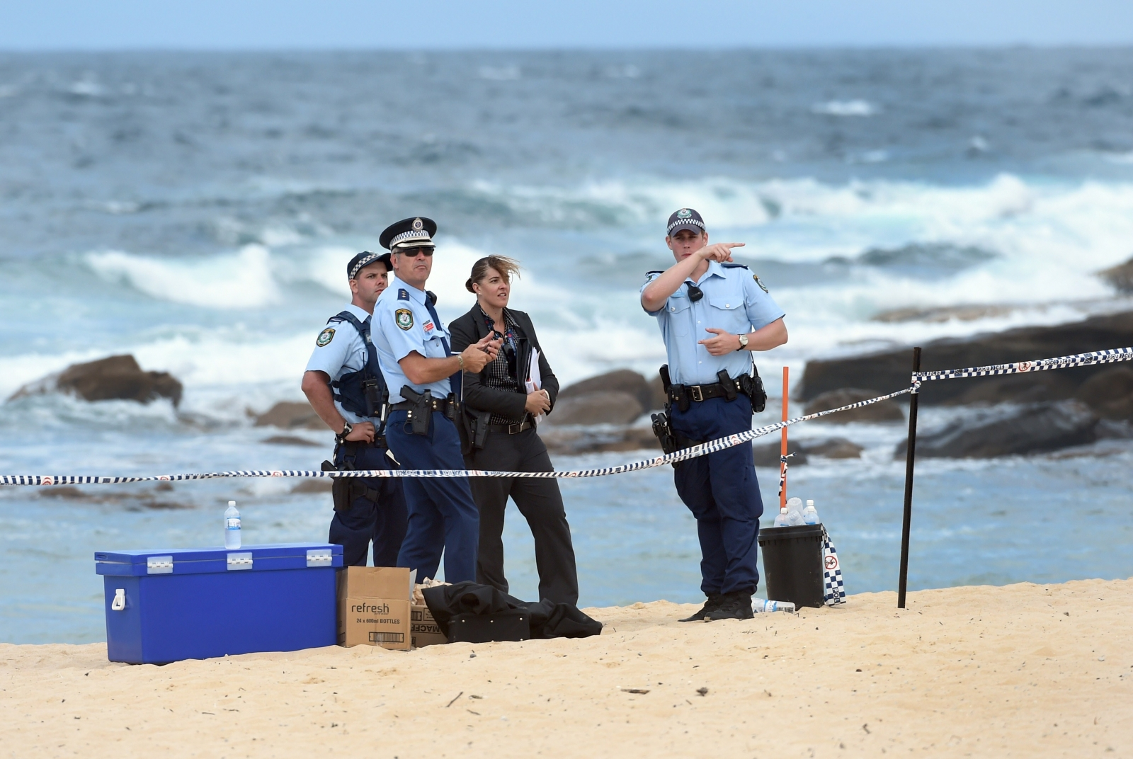 Police examine the place where two boys found the body of a dead baby in Maroubra Beach, Sydney. (WILLIAM WEST/AFP/Getty Images)