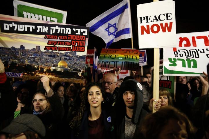 Hundreds of Israelis demonstrate against Prime Minister Benjamin Netanyahu's 'Jewish nation-state' bill