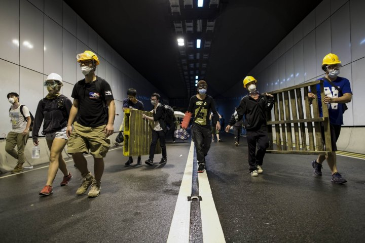 Hong Kong: Clashes break out between pro-democracy protesters and police