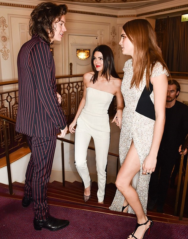 Harry Styles dating life: One Direction star spotted with Kendall Jenner at the Eastern Caribbean