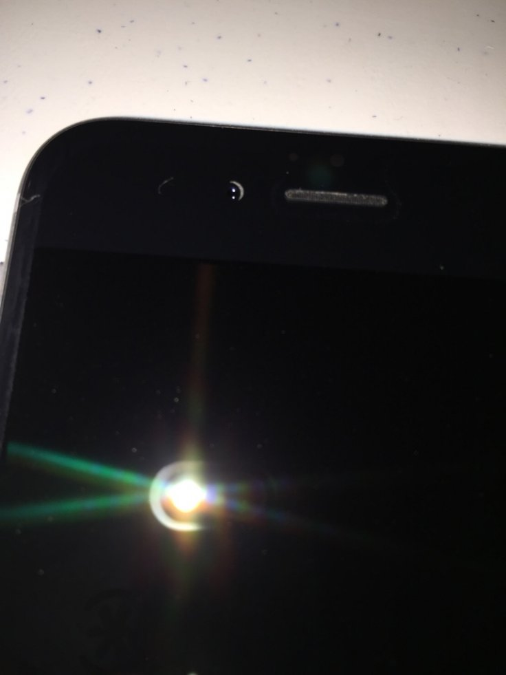 iPhone 6 users report misaligned selfie camera issue via Reddit and online forums