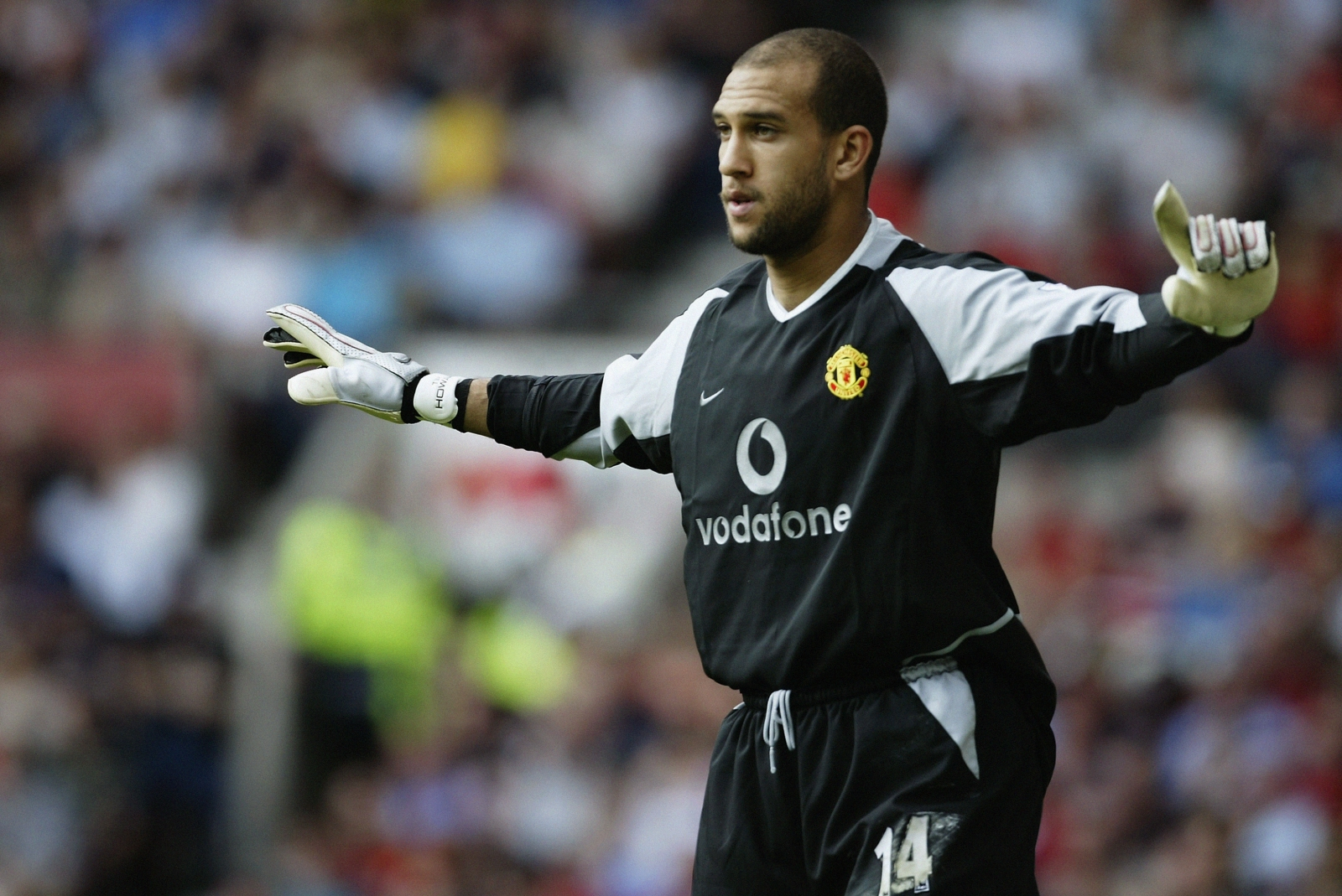 Manchester United 'tapped up keeper Tim Howard' and could ...