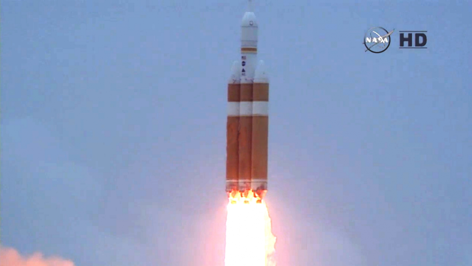 Nasa's Orion test flight launches successfully right on time, following a failed first attempt on Thursday