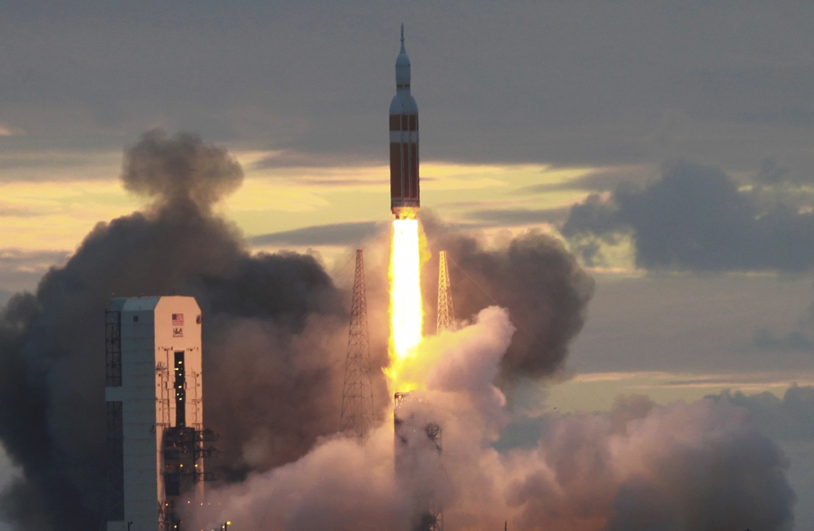 NASA launches new Orion spacecraft on test flight