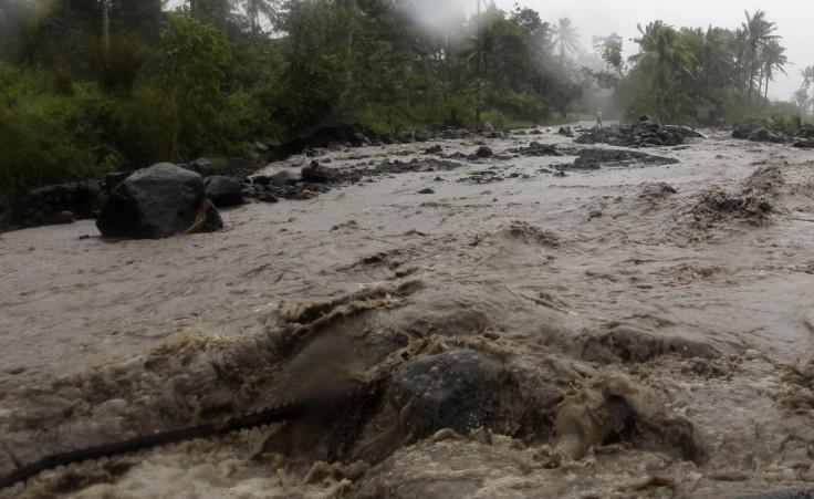 Typhoon Hagupit batters Philippines