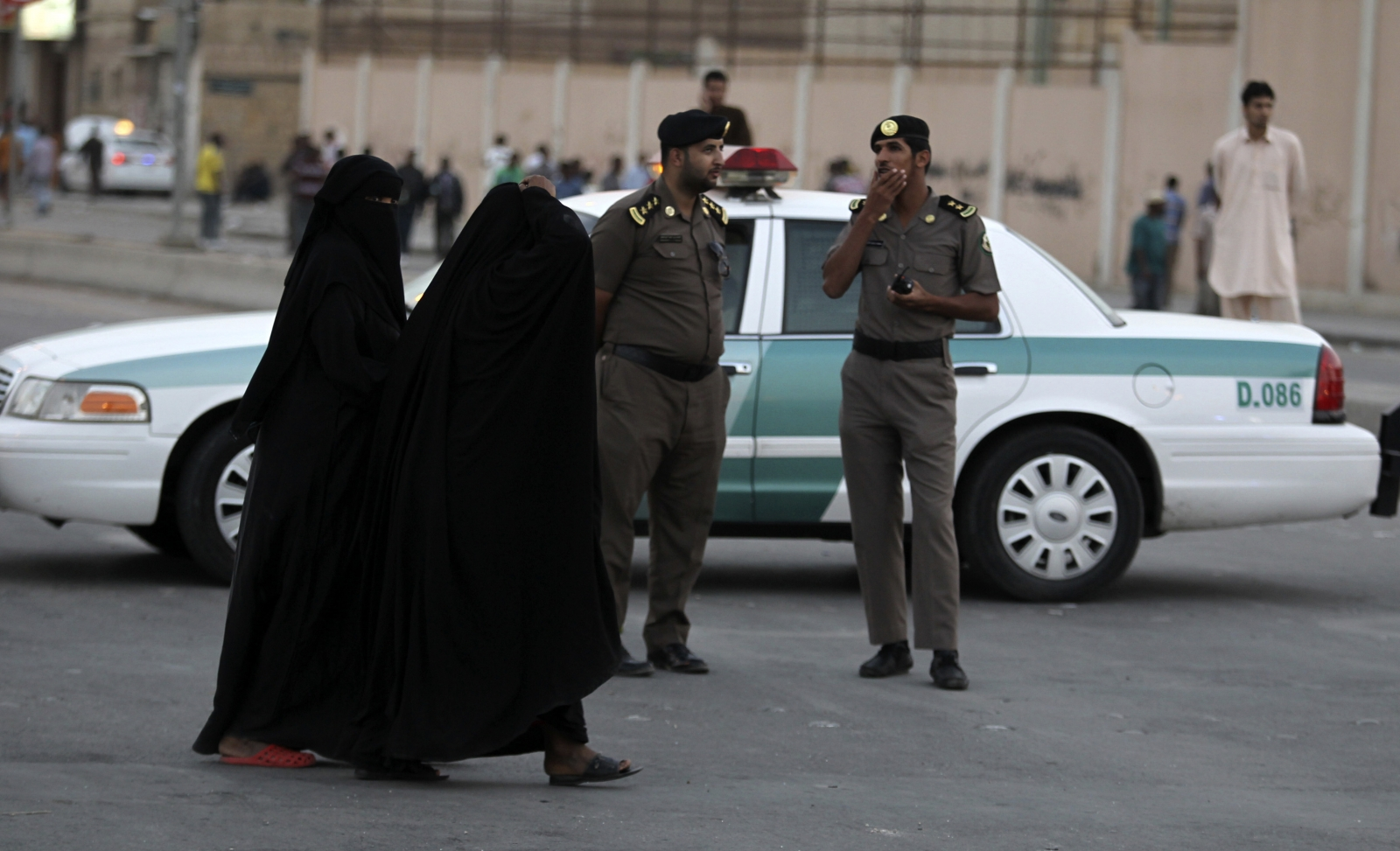 Saudi Arabia arrests 135 terror suspects