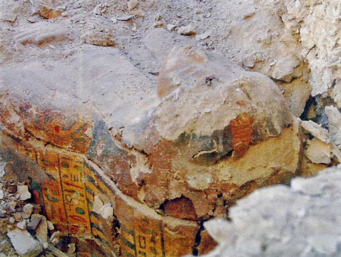 The sarcophagus of a singer of the god Amun has been unearthed in the tomb of Amenhotep Huy in the Bahariya Oasis