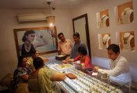 India could change gold import rules for \'star trading houses\'
