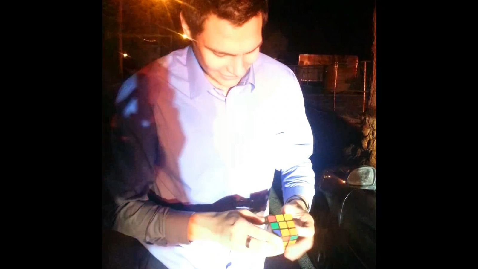 Magician solves Rubik's Cube in one second to avoid speeding ticket