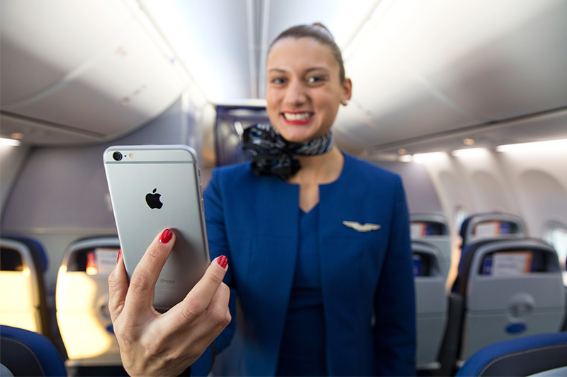 United Airlines gives iPhone 6 Pluses to cabin crew