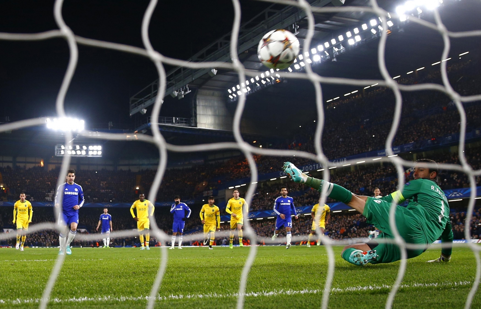 'Champions League starts now' says Mourinho as Chelsea top Group G
