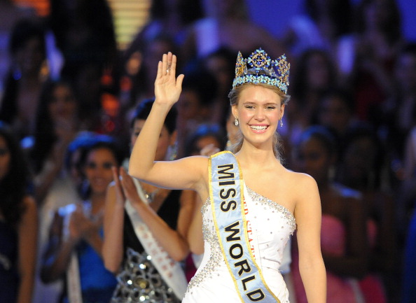Alexandria Mills of the US celebrates as she crowned as the 2010 Miss World