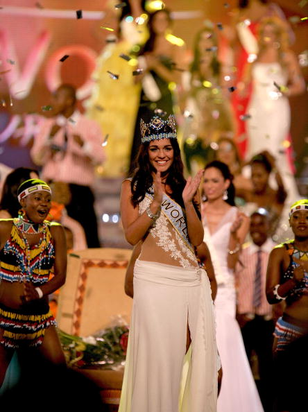 Miss Gibraltar Kaiane Aldorino is crowned Miss World 2009.