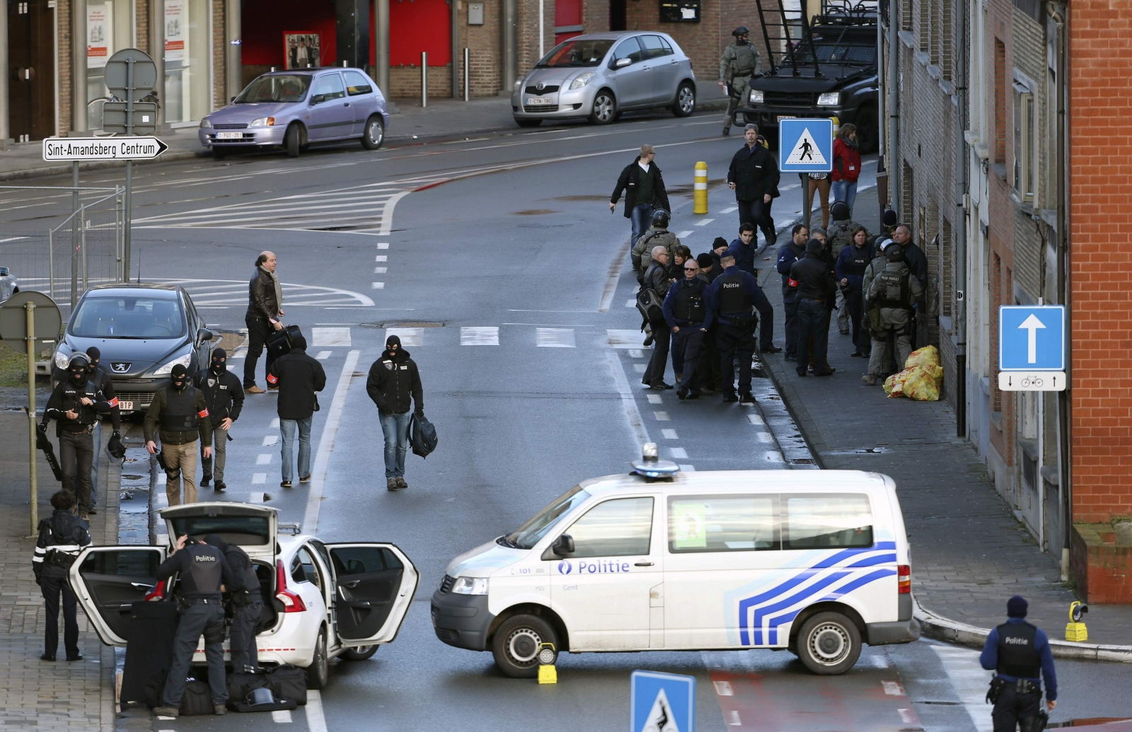 Ghent Siege: Three armed men 'surrender' from surrounded apartment in Belgium city