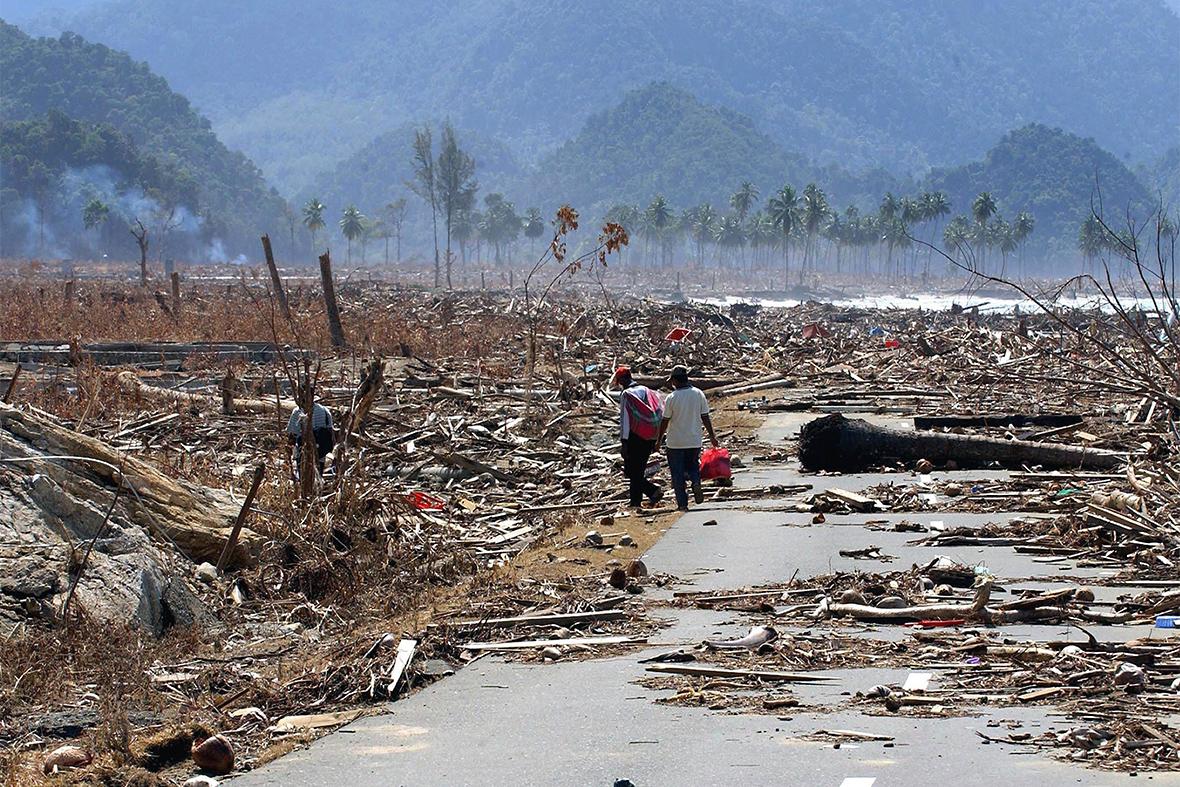 Images above Tsunami Strikes Sri Lanka On December 26 2004 tsunamis swept across the Indian ocean spawned by a magnitude 90 earthquake off the coast of Sumatra