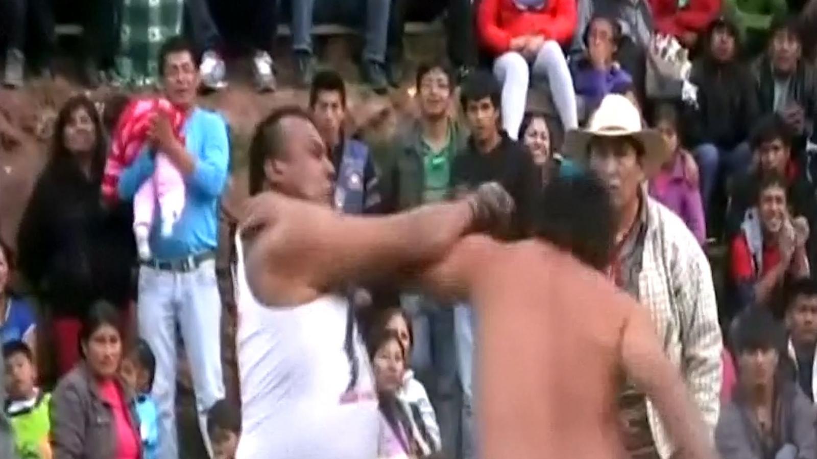 Peruvians fight to celebrate Christmas