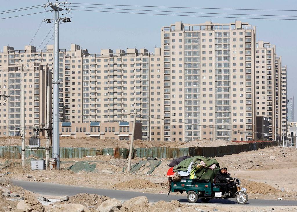 China: Home prices fall for third month
