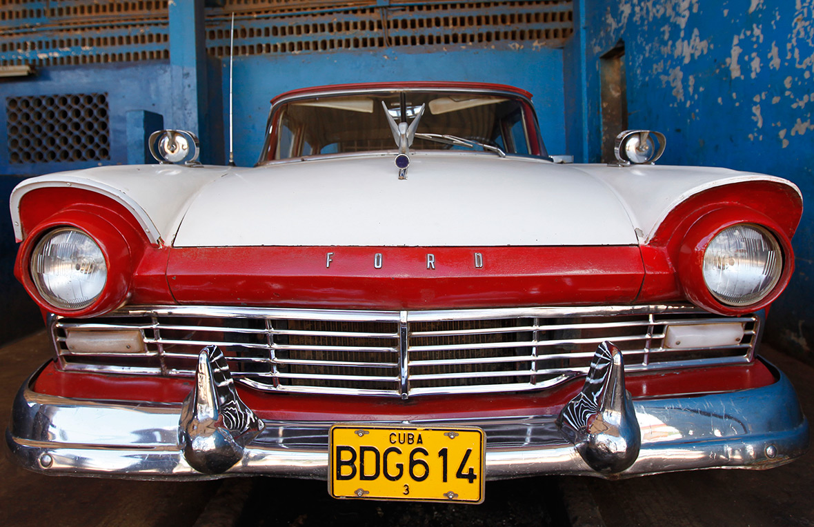 Cuba us relations vintage us cars on havana 39 s streets for Old american cars