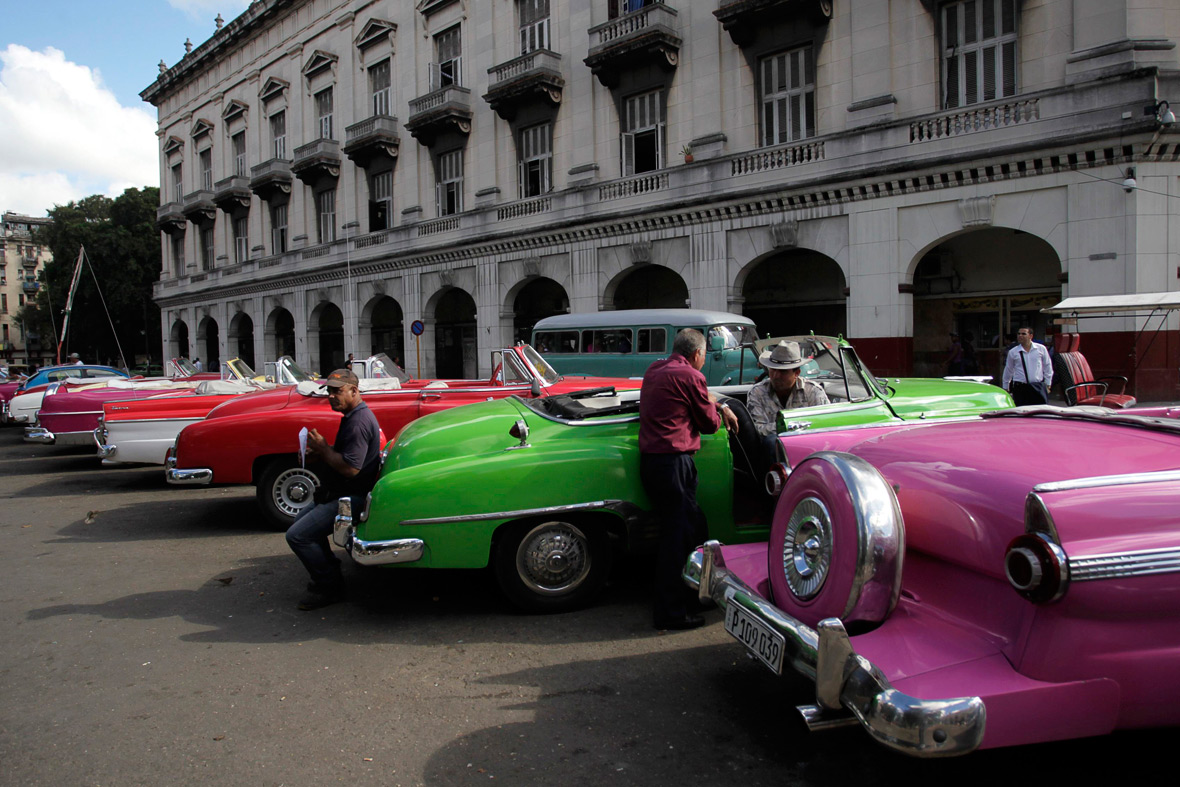 Cuba-US relations: Vintage US cars on Havana\'s streets, icons of the ...