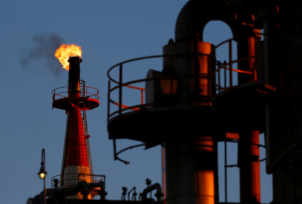 oil prices fell to new lows