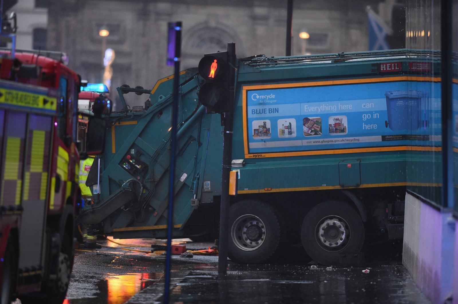 Bin lorry crash in Glasgow causes Christmas shopping chaos in Glasgow