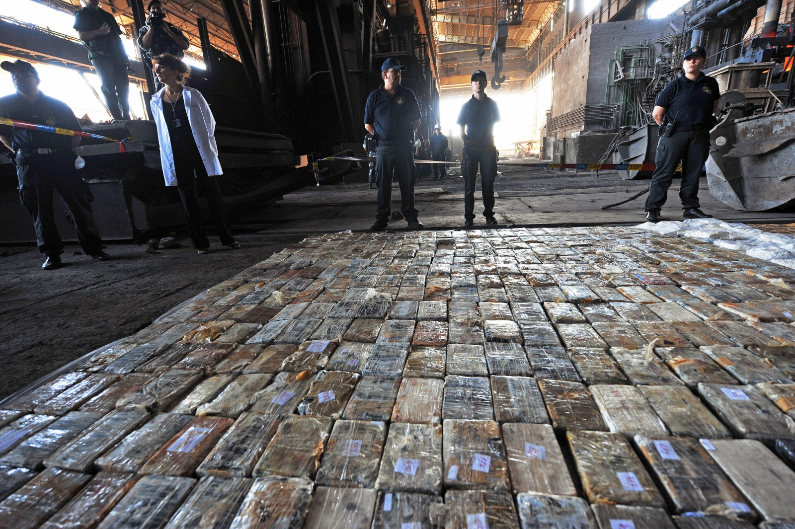 Macedonian police prepare to destroy heroin seized from gangsters in Skopje. (Getty)