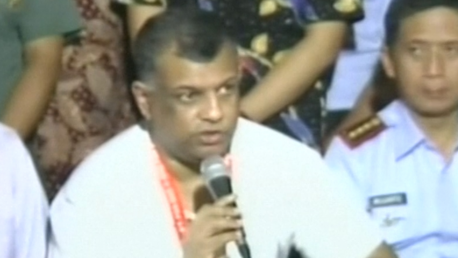 AirAsia QZ8501: Airline boss Tony Fernandes 'devastated' by missing plane