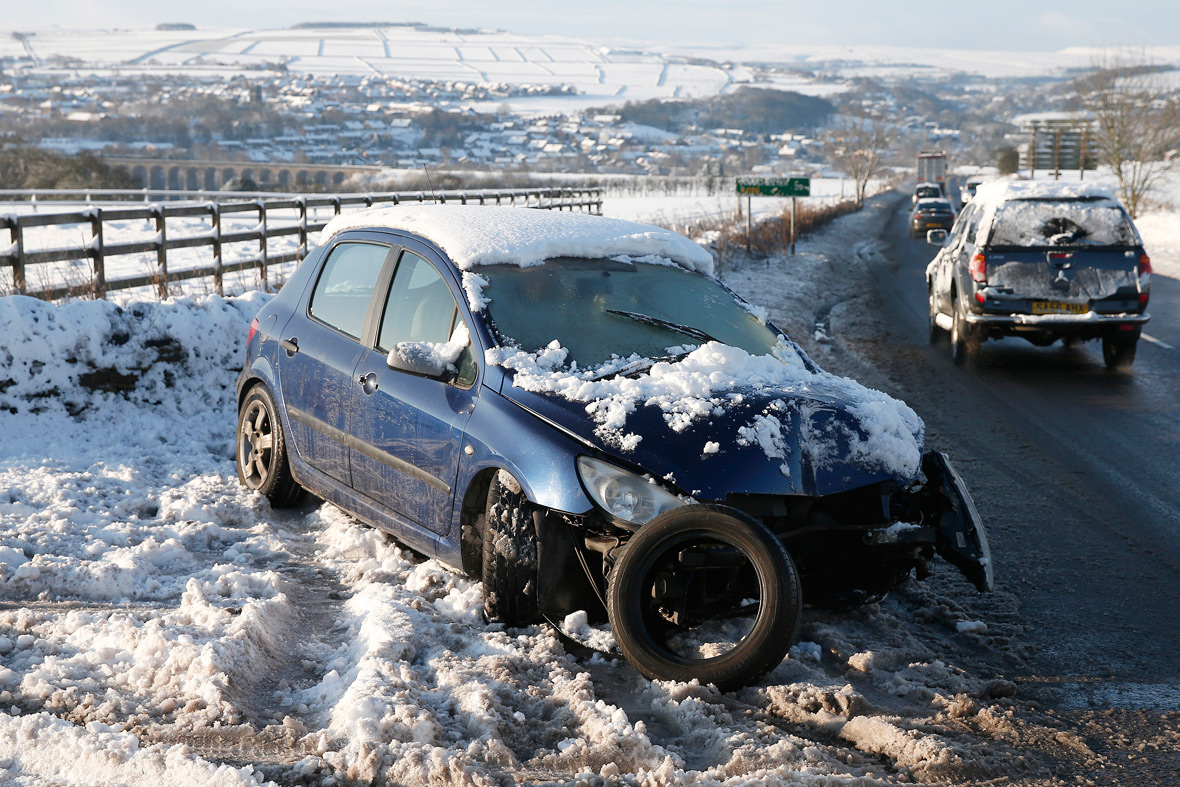 Britain told to brace itself for 48 hours of snow and sleet