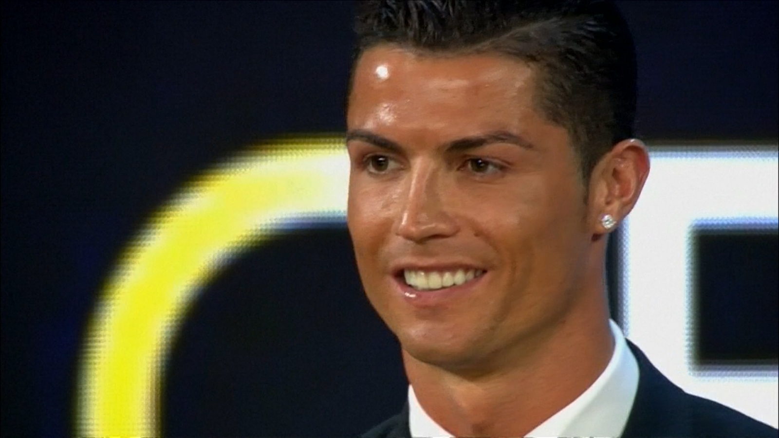 cristiano ronaldo wins best player at 2014 globe soccer awards