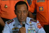 AirAsia flight QZ8501: Indonesia officials say search hampered by bad weather