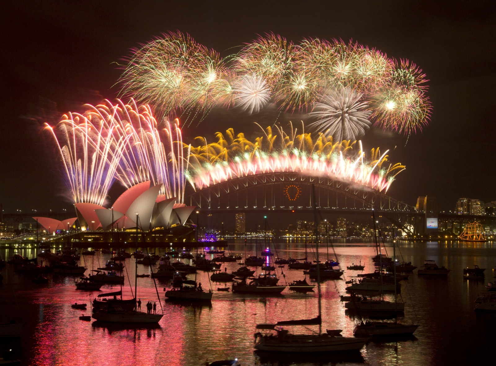 Australia ushers in New Year with spectacular Sydney fireworks