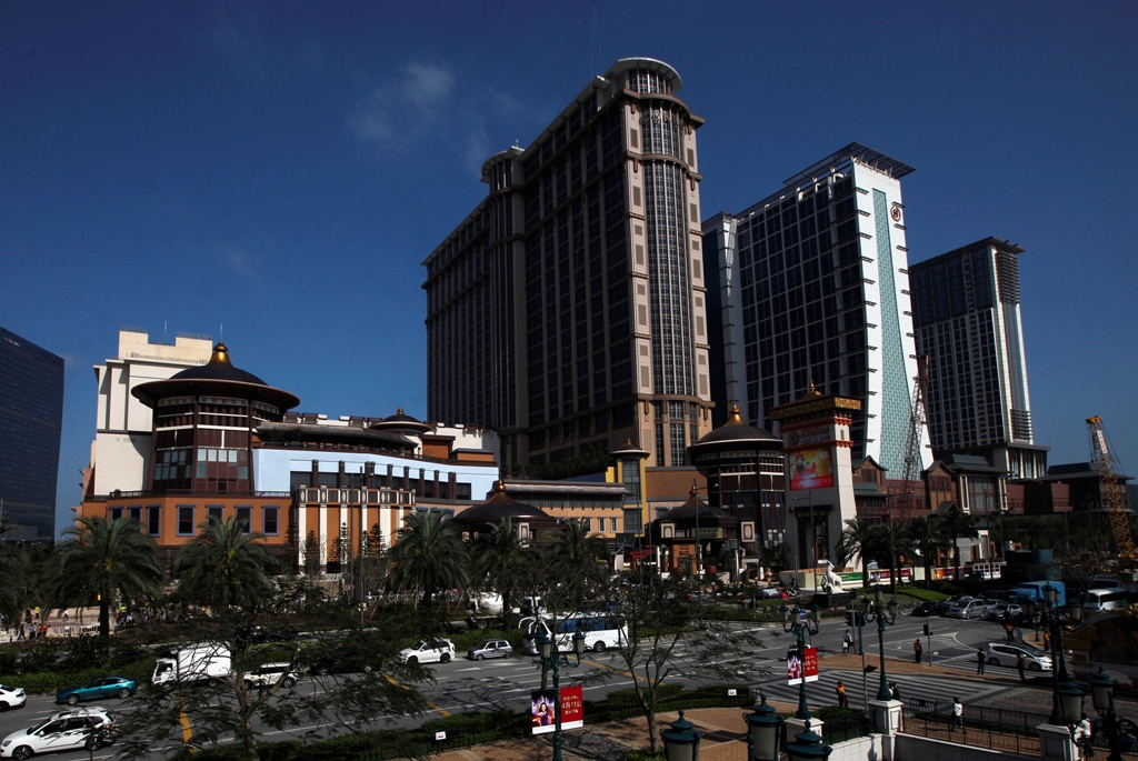 Macau's casinos hit by China's anti-corruption drive