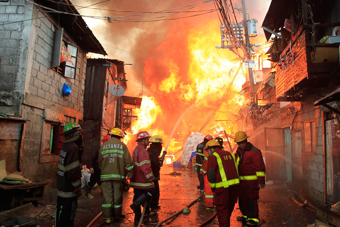 Philippines Huge Fire In Manila Slum Caused By New Year