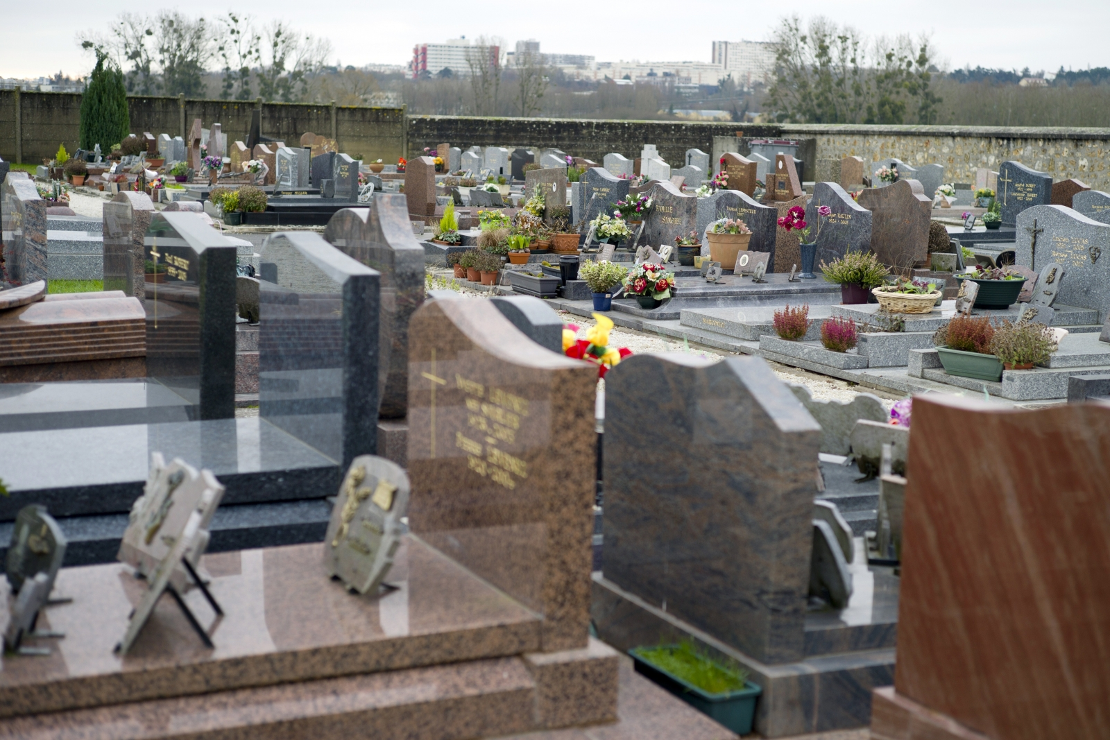 The cemetery of Champlan, a southern Paris' suburb. (KENZO TRIBOUILLARD/AFP/Getty Images)
