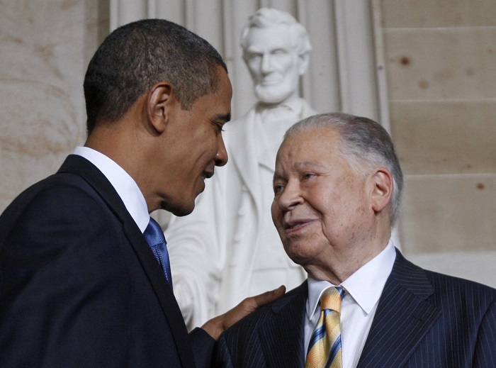 Edward William Brooke receives the Congressional Gold Medal from US President Barack Obama during a ceremony on Capitol Hill in 2009