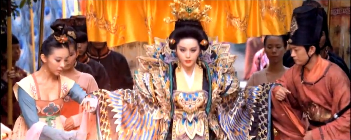 Chines TV show censored off cleavage from sexy periodic drama Empress of China