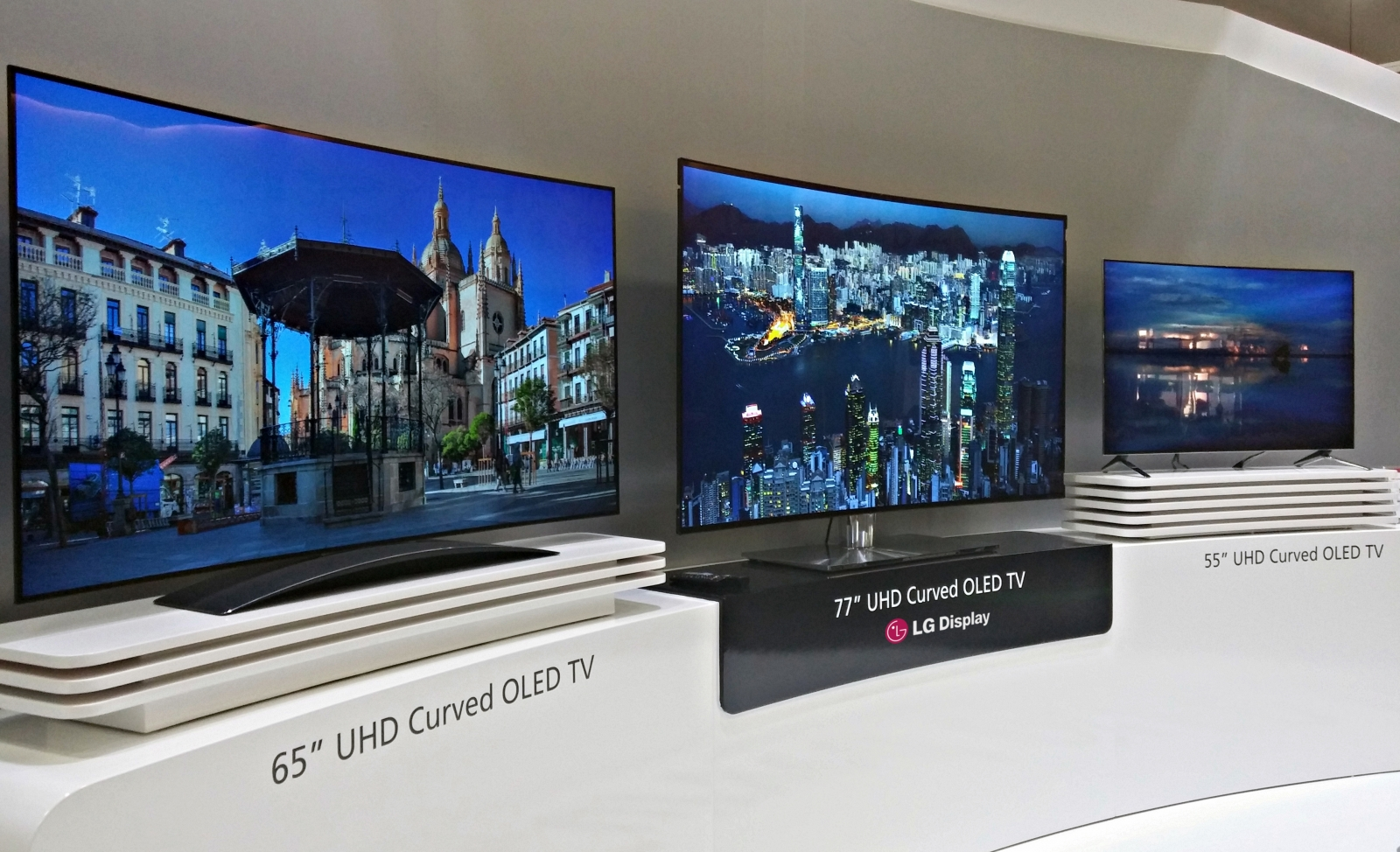 ces 2015 lg bets big on oled tvs with flexible display and 600m investment. Black Bedroom Furniture Sets. Home Design Ideas