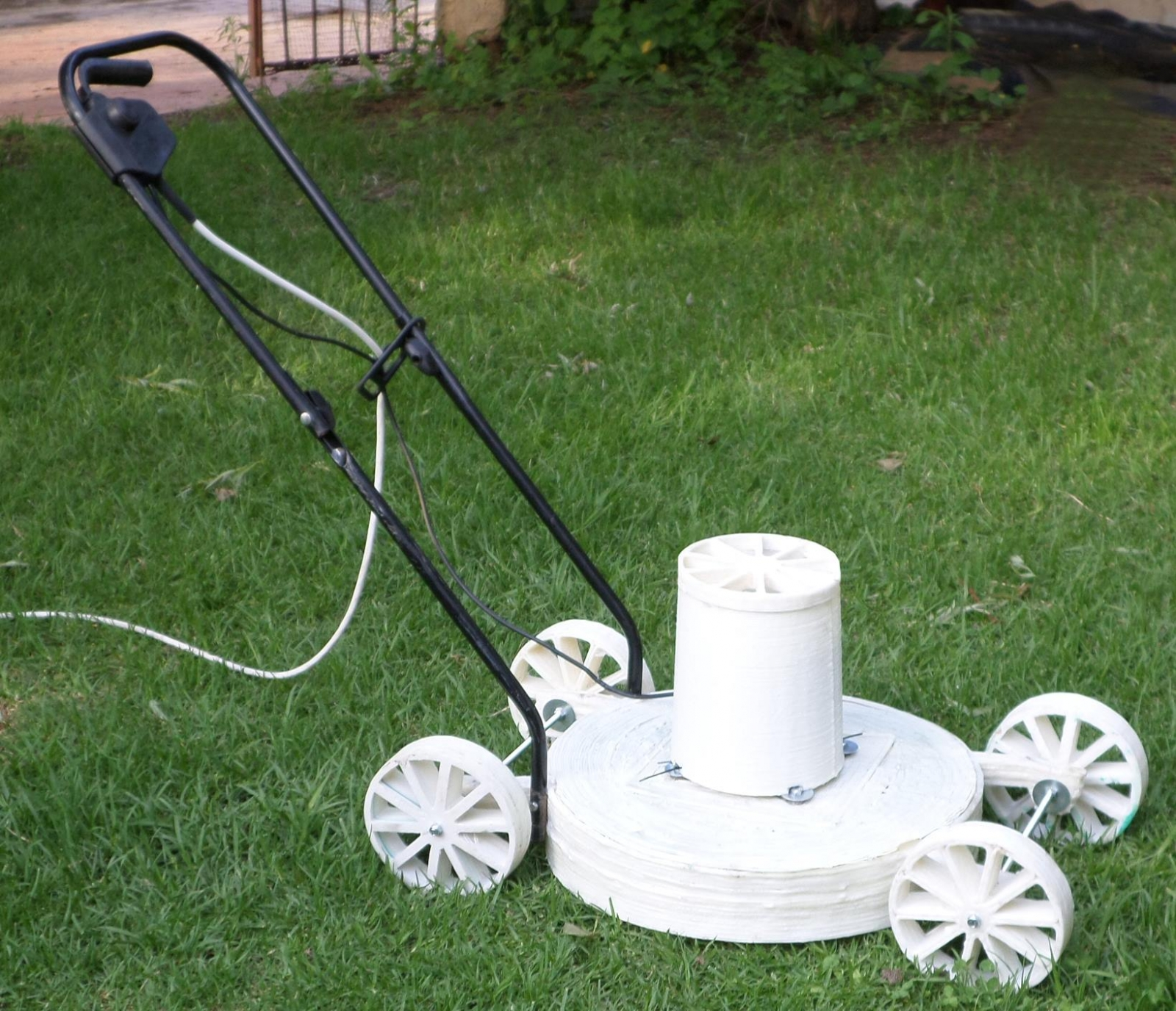 A South African inventor has 3D printed out a working lawn mower in just nine hours