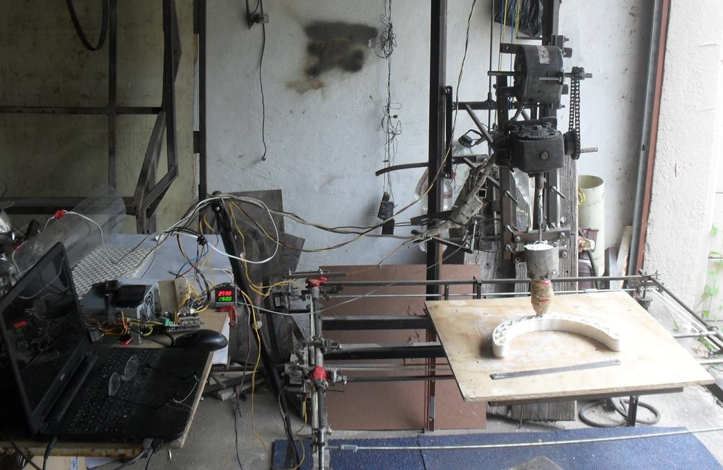 Hans Fouche's Cheetah 3D printer, which is big enough to print the frames of other 3D printers
