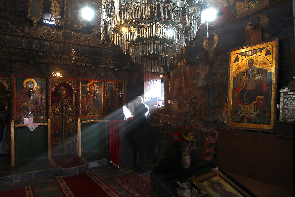 Serbian Province of Kosovo and Metohija : Faithful observe Nativity prayers