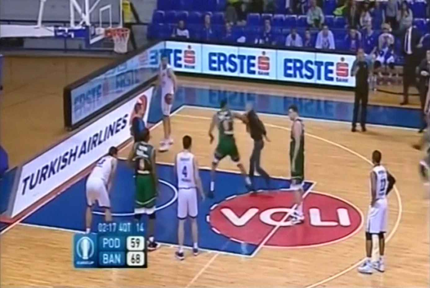 Basketball player punches invading fan during Eurocup game