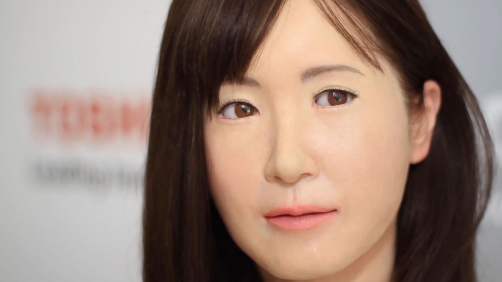 Robot geisha unveiled by Toshiba at CES