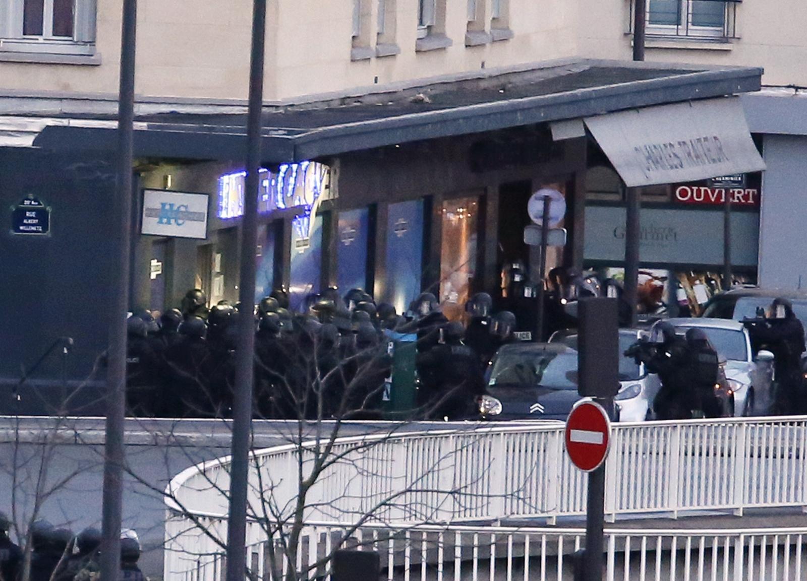 Paris grocery siege: French forces storm supermarket