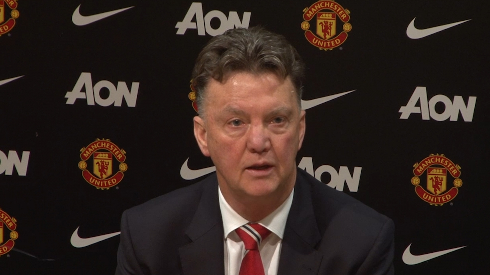 Louis van Gaal reacts angrily to David Moyes comparison