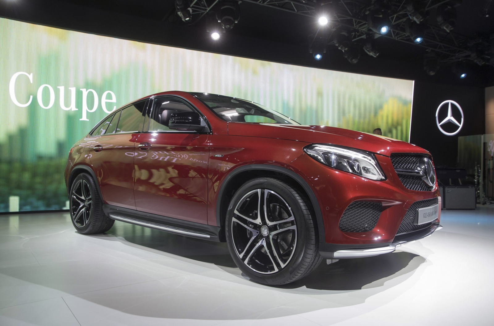 Mercedes kicks off Auto Show with new coupe