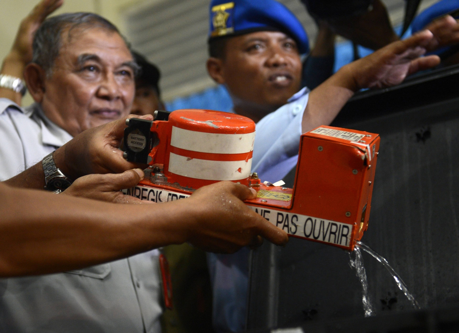 AirAsia cockpit voice recorder found covered in sand