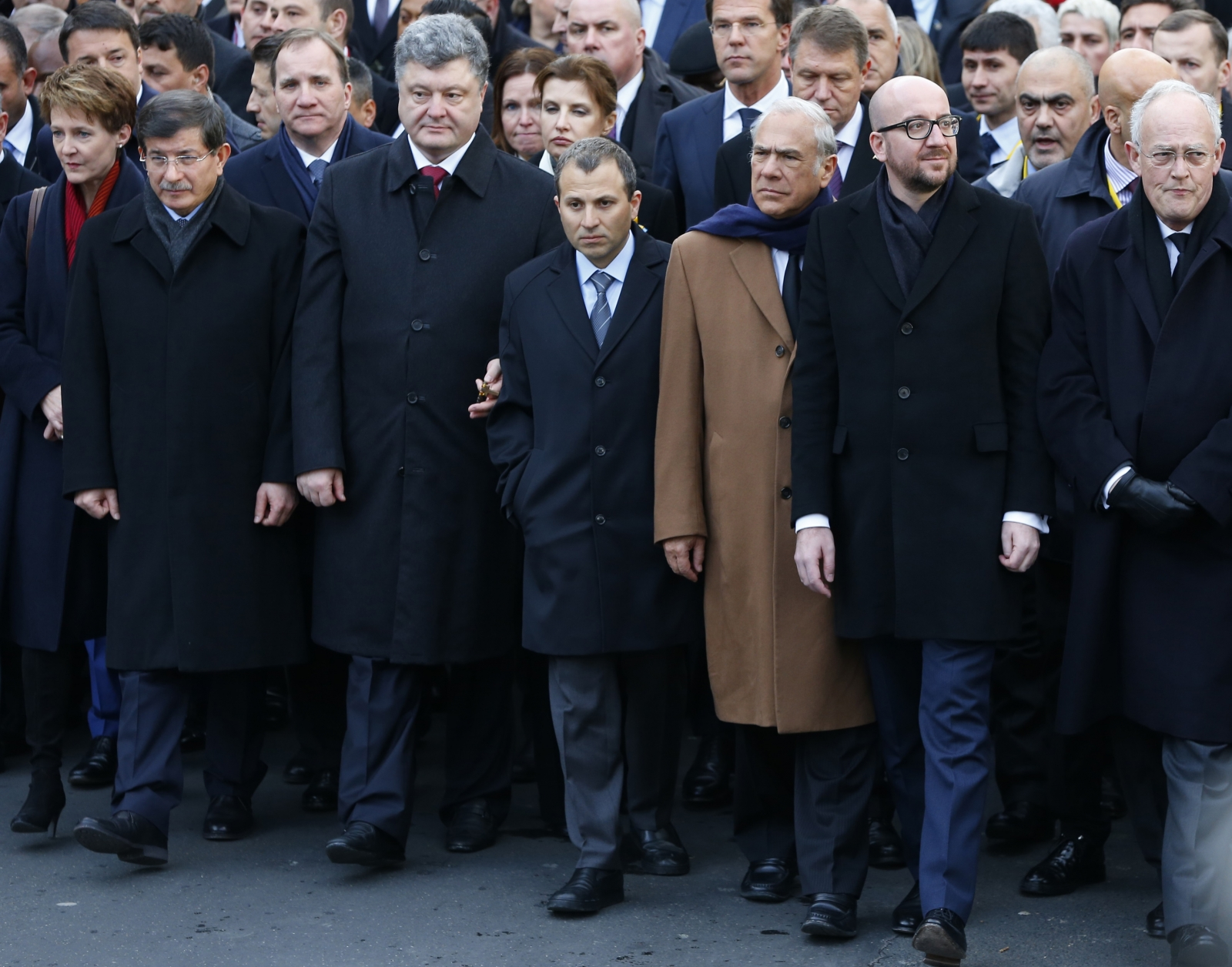 Switzerland's President Simonetta Sommaruga (L), Turkey's Prime Minister Ahmet Davutoglu (2ndL), Ukraine's President Petro Poroshenko (3rdL), Organization for Economic Co-operation and Development (OECD) Secretary-General Angel Gurria (3rdR), Belgian P