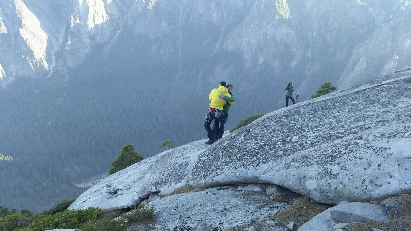 Yosemite free climbers first to succeed in scaling El Capitan
